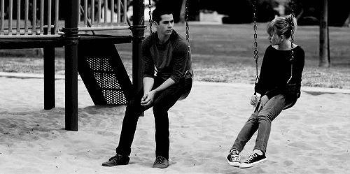 """""""C'que j'aime chez toi c'est ce côté inaccessible que t'affiche quand tu marches, tout le monde te regarde mais personne ne t'approche. Bizarrement c'est cette distance qui m'attire."""""""