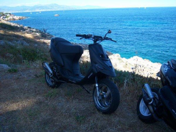 mon scoot kit 70cc polini plus plancher alu et mon pote avec son stalker