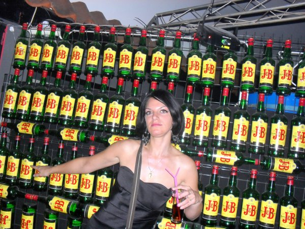 me voila avec mes bouteille de whisky voila la plus par des bouteilles que j ai bus  depuis que je sort biensur ehhhehhh