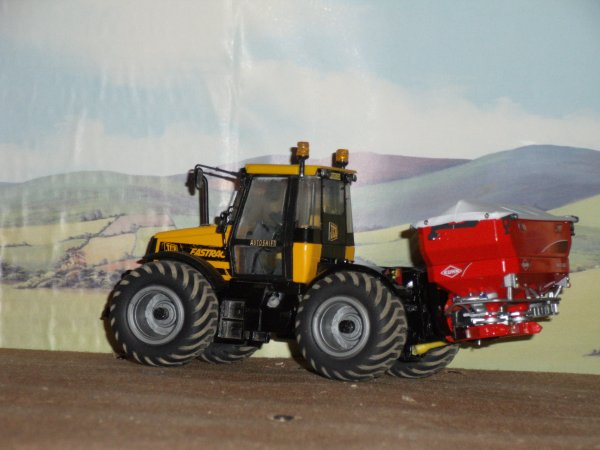 jcb fastrac 2150 et le kuhn AXIS 40.1