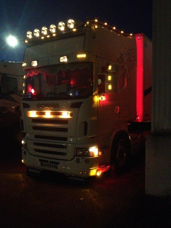 Mon tracteur apres quelques modifications (nuit)