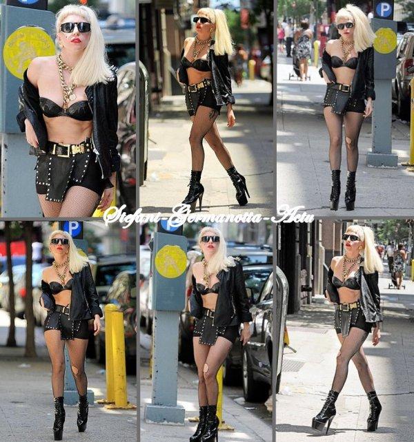 16/07/11 - Gaga a était vu dans les rues de New-York . TOP ou FLOP ?