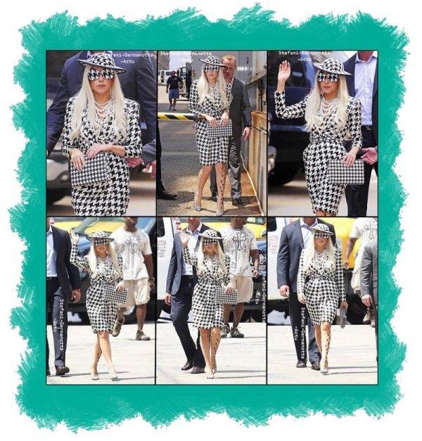 01/08/11 - Lady Gaga a était vu hier entrant des studios de The View et aussi sortant . TOP ou FLOP ?