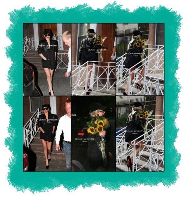 08/08/11 -  Lady Gaga a était vu rentrant et sortant d'une maison à New York , certains dissent que c'est chez amie et d'autre que c'est peut être chez elle :S donc je ne sais pas mais je dirais plus chez une amie . .  TOP ou FLOP ?