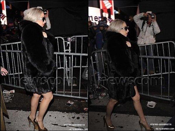. ● 01/01/12  - Lady Gaga a été vu quittant le concert Dick Clark's New Year's Rockin' Eve . Vive le nom à rallonge du concert , Sinon ça sera un top pour moi . Top ou Flop ? .