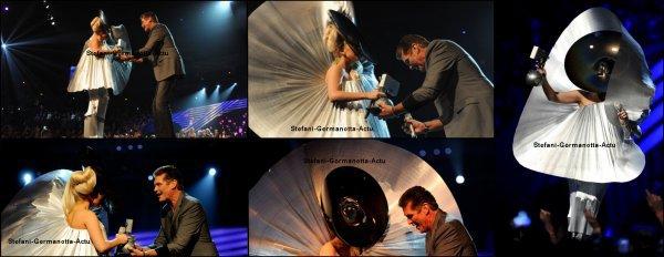 """06/11/11 - Lady Gaga était à la cérémonie des EMA'S , elle a performé  """"Marry The Night"""" et elle a gagner un total de 4 prix ! Photos en dessous ton avis ?  ( Pour la vidéo de la performance y'a qu'à demander :) )"""