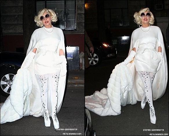 """. ● 01/01/12  - Lady Gaga a été vu allant au restaurant """"Joanne"""" qui appartient à son père .  Gaga fait une fois de plus un Top ! Top ou Flop ?."""