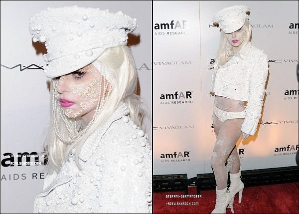 .  ● FLASHBACK  - Lady Gaga était présente au gala amfAR à New York  Ceci est un article FlashBack , il sera remit à la fin du blog.