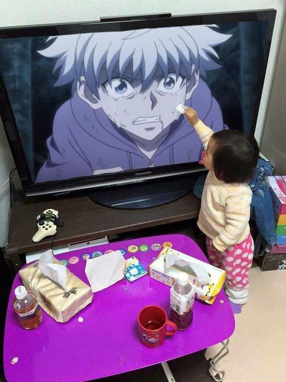 Fille essayant d'essuyer les larmes de Kirua