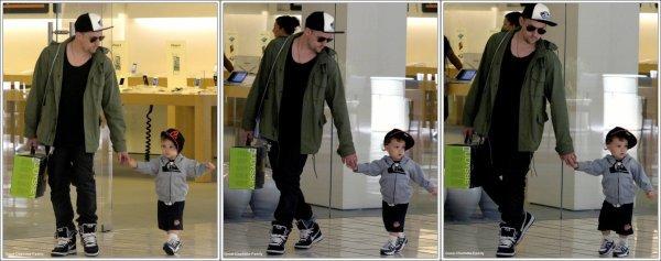 Joel madden & Son fils Sparrow - Los Angeles (Apple Store) - 15 mai 2011