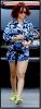 Candids :  Oui c'est elle . Des cheveux rouges, des formes généreuse : Oui, c'est bien Rihanna ! Mais pas dans le meilleur de sa forme ... C'est ce genre de photo qui me rassure !