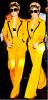 Lady Gaga : Mis à part le fait qu'elle ne porte pas de haut, je trouve qu'elle est bien habillé ! Comme on le dit si souvent, Madame Monsters n'a pas besoin d'artifice pour être au top ! Un simple ensemble ( jaune quand même ! ) et un chignon soutenue par un simple ruban noir, suffise !