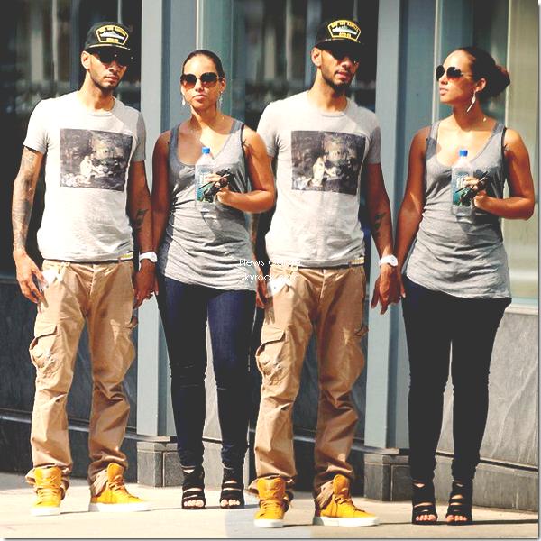 Candid : Alicia Keys & Swizz Beatz dans les rues de New York, se promenant main dans la main,sans leur petit Egypt, tout simplement !