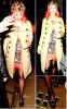 Candid :  Cheveux rose, bonnet léopard, robe imprimé rendant hommage aux célèbres cabines rouges téléphoniques de Londres et ballerines voire chaussons noirs en formes de chat; non ce n'est pas Nicki Minaj à la sortie de son hôtel mais Katy Perry à la sortie d'un restaurant à Mayfair ( Londres ) !