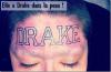 """Insolite : Une énooooorme ( il faudrait plus de """"o"""" non ? ) fan de Drake s'est faite tatoué le nom de son idole en gros sur son front !"""