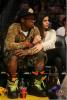 People : Après plus de 6 mois de conflit qui opposait les propriétaires de franchises au syndicat des joueurs, la saison NBA reprend, pour le plus grand plaisir de Lil Wayne & Kanye West qui ont assistés au match Lakers vs. Chicago Bulls et d'Alicia Keys et son mari Swizz Beatz qui eux ont supportés l'équipe des Knicks qui affrontaient les Celtics .