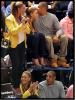 Beyonce & Jay-Z ont fait leur première apparitions public ensemble depuis la naissance de leur fille ! C'est lors d'un match de basket au Madison Square de New-York qui opposait les New-York Knicks aux New Jersey Nets, qu'ils ont été photographiés plus complices et unis que jamais ! En + : C'est les Knicks, l'équipe du joueur qui fait sensation en ce moment, Jeremy Lin, qui a gagné le match !