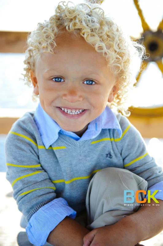 Tayden Burrel : Retenez bien son nom ! Agée de seulement 4 ans,Tayden Burrel impressionne tous ceux qu'il croise à tel point qu'il a signée dans deux agences en Floride ! Cheveux blonds et yeux bleus Tayden est bel et bien métisse : Il aurait des origines africaine et Caucase . En plus de cela, Tayden Burrel est en avance sur son âge et pratique beaucoup de sport ! Je fonds !