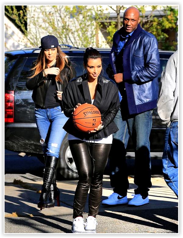 Kim, Khloe Kardashian & Lamar Odom ont étés photographiés faisant un match de basket dans le Queens ( NewYork ), quartier où a vécu Lamar .