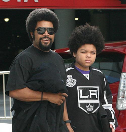 L'acteur Ice Cube et son mini-moi (son fils !) à la sortie du Staples Center à L.A !