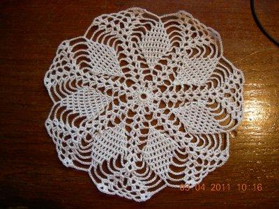 ce napperon est une idee pour une decoration de table avec des dragées