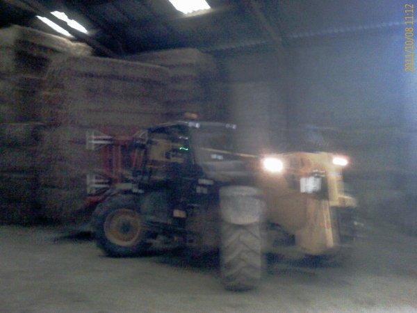 Chargement du camion de paille