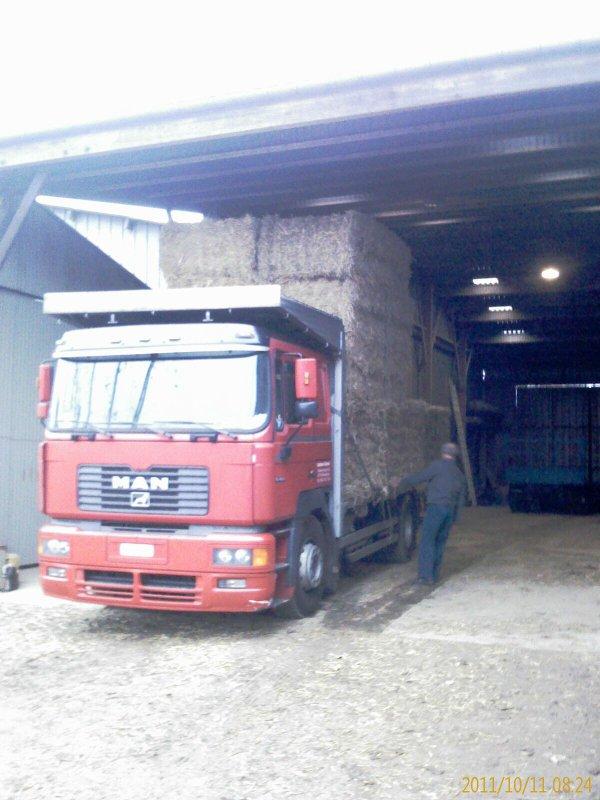 Chargement d'un camion de paille semaine 41 (octobre 2011)