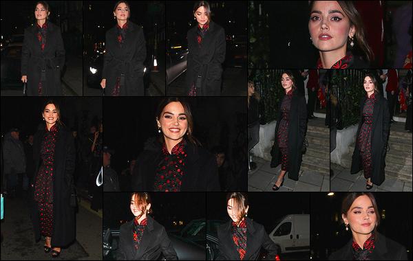 10 février 2019 : Jenna Coleman était présente à plusieurs after parties des BAFTA qui se déroulaient dans Londres. Elle a également été prise par les paparazzis alors qu'elle passait d'une soirée à l'autre. Toujours souriante, c'est super de la retrouver ici. Jolie robe !