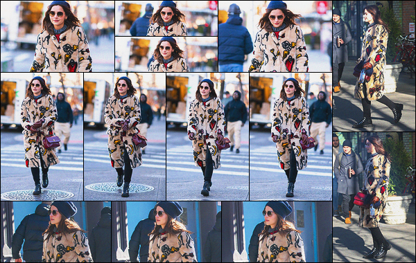 11 janvier 2019 : Jenna Coleman a été aperçue alors qu'elle se baladait dans les rues de East Village, dans New York. Peu importe ce qu'elle met sur elle, tout lui va et la met en valeur. Je n'aurais pas du tout porté ce manteau mais sur elle c'est parfait. Nouveau top !