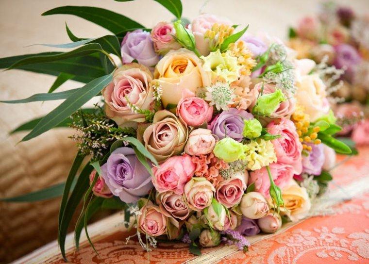 Des bouquets pour les tables de mariés.