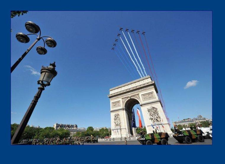 Le marathon de paris. Encadré par la patrouille de France :