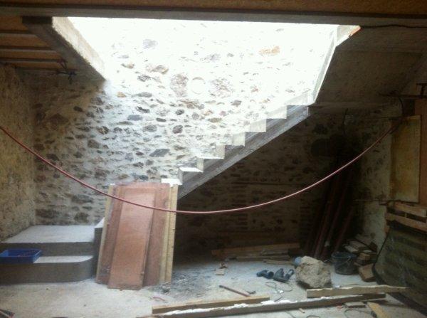 Décoffrage de l'escalier ............