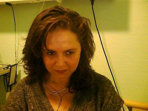 je m'ennuie je fais des photos...ce soir, j'ai mis un album photos sur mon profil !!! à voir ......................................