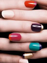 ca devient stylée les ongles comme ça
