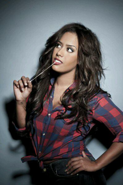 Amel Bent cambriolée !!
