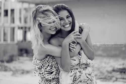 Les meilleures relations tendent à être avec quelqu'un qui vous fait rire même lorsque vous n'avez pas envie de sourire.