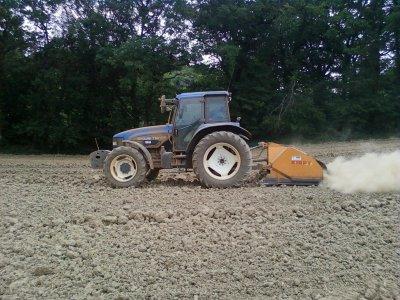 Broyage de pierres pour semis de Mais 2011