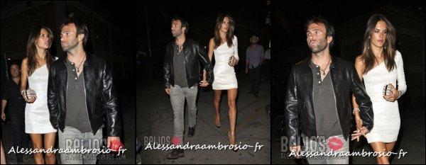 """Alessandra et Jamie arrivant à la soirée """"The Writers Room"""" à Los Angeles le 28 aout 2011"""