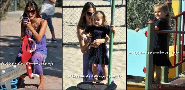 Alessandra et sa fille dans un parc