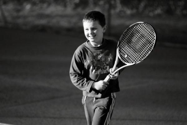 futur  champion de Dordogne de tennis en poussin!!! réponse le 8 mars....