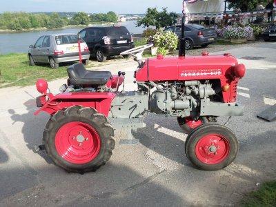 un tou petit tracteur
