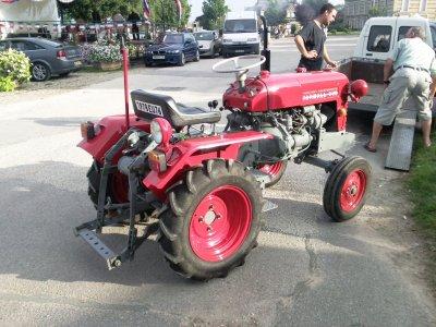 un petit tracteur