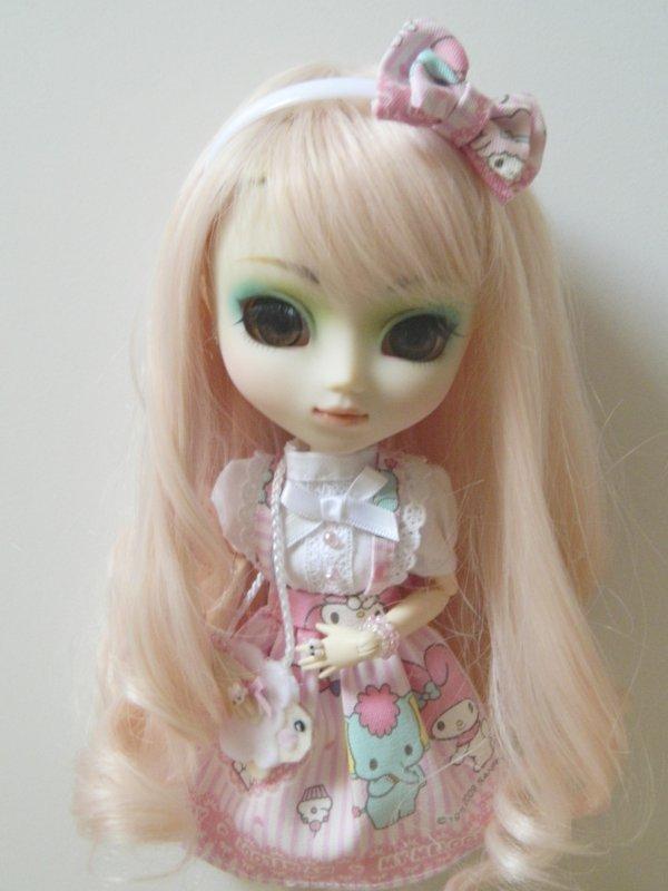 Séance de Kimiko avec une nouvelle tenue et son petit sac!