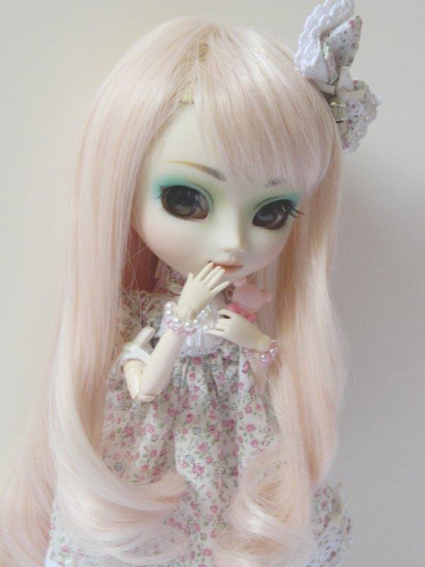 Little Kimiko in Floral Dress(1ère partie)!