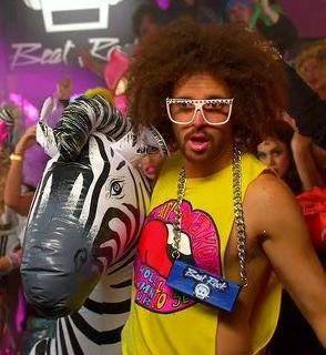 J'ADOREEE LMFAO !!! :))) ***  et j'aime bien aussi ces vetements colorés !!