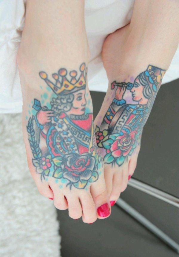 Les pieds tatoués d'eve