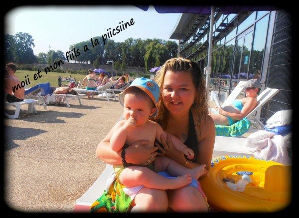 ma fille jess et mon petit fils a la picsine  il son trop bo sur cette foto je vous aime mes deux amour bizz