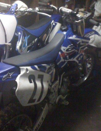 Ma moto avec le kit deco alpinestars