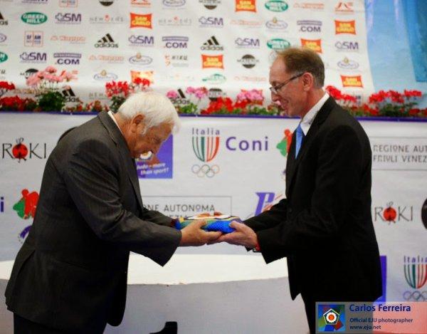 Une bonne nouvelle... La Belgique organisera les Championnats d'Europe de Kata 2015 à Herstal...