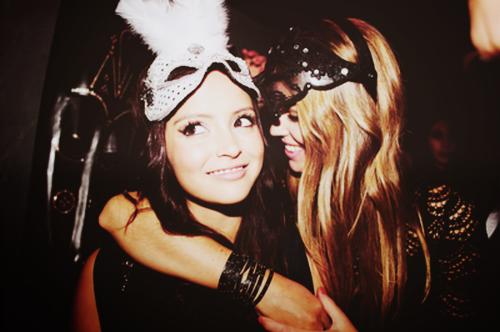 """""""L'amitié n'a pas d'âge ni de temps. Elle peut naître comme elle peut mourir à tout moment."""""""